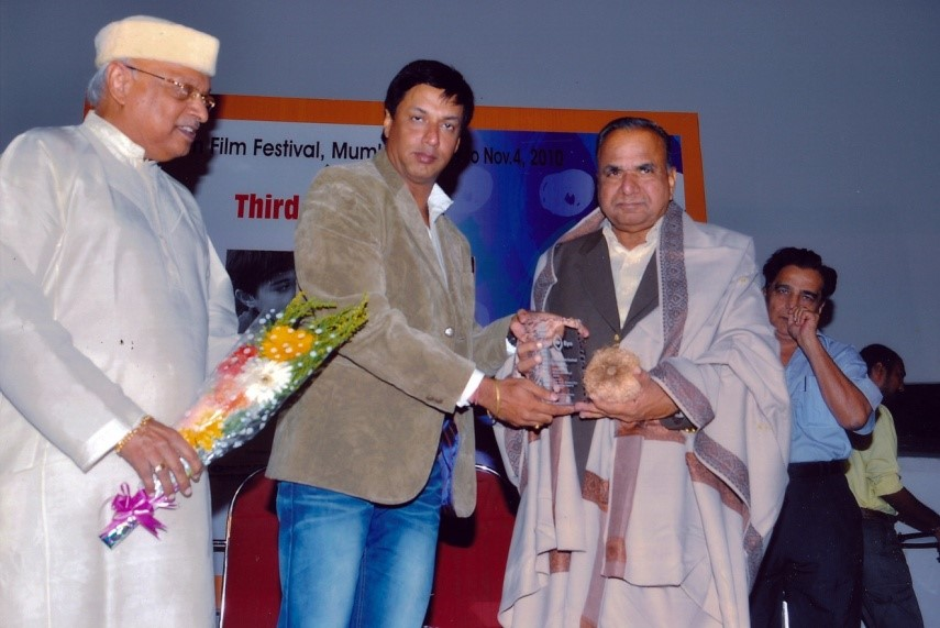 HN Narahari Rao receiving Satyajit Ray Memorial Award in 2010