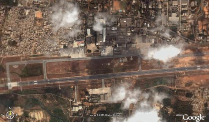 Google Earth image of HAL airport in 2005. Note the surrounding crowded residential area that prevented any expansion