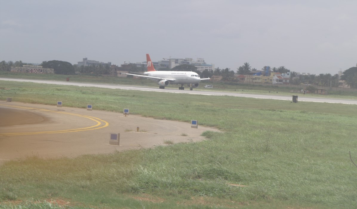 Indian Airlines A320 on Runway 09-27