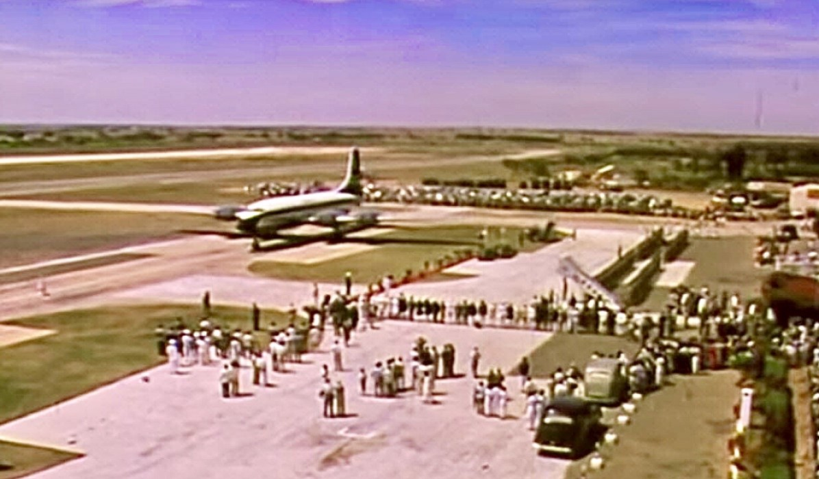 Queen Elizabeth landing at HAL Airport in 1961