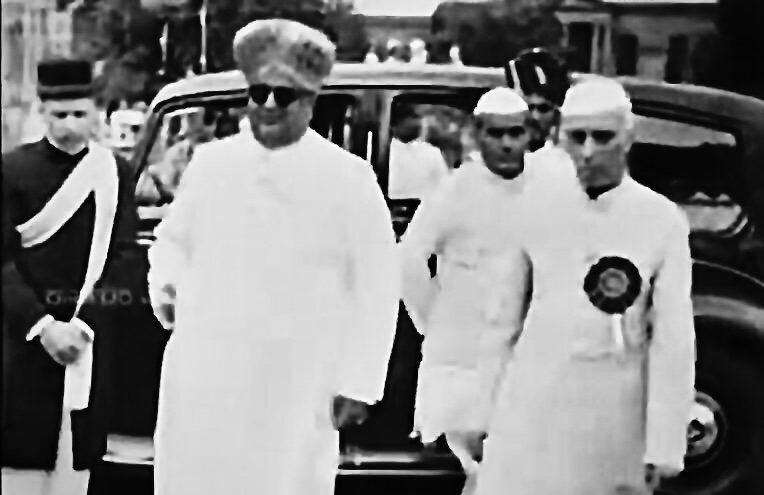 Jawaharlal Nehru with Jayachamarajendra Wodeyar at the foundation ceremony